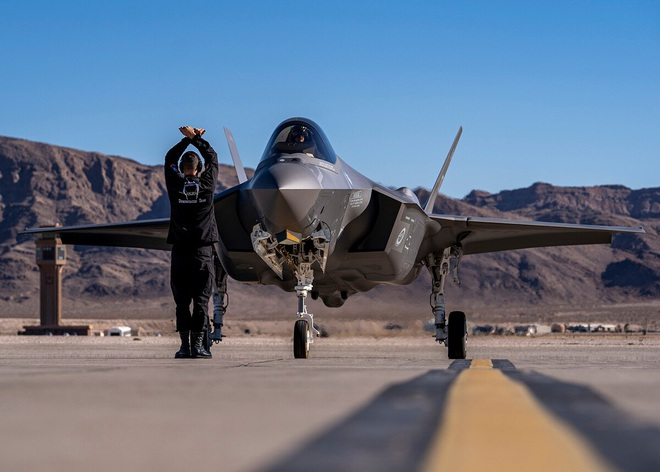 Vận đen của nhà sản xuất máy bay F-35: Pháo 25 mm vô dụng, 800 lỗ hổng chết người? - Ảnh 10.