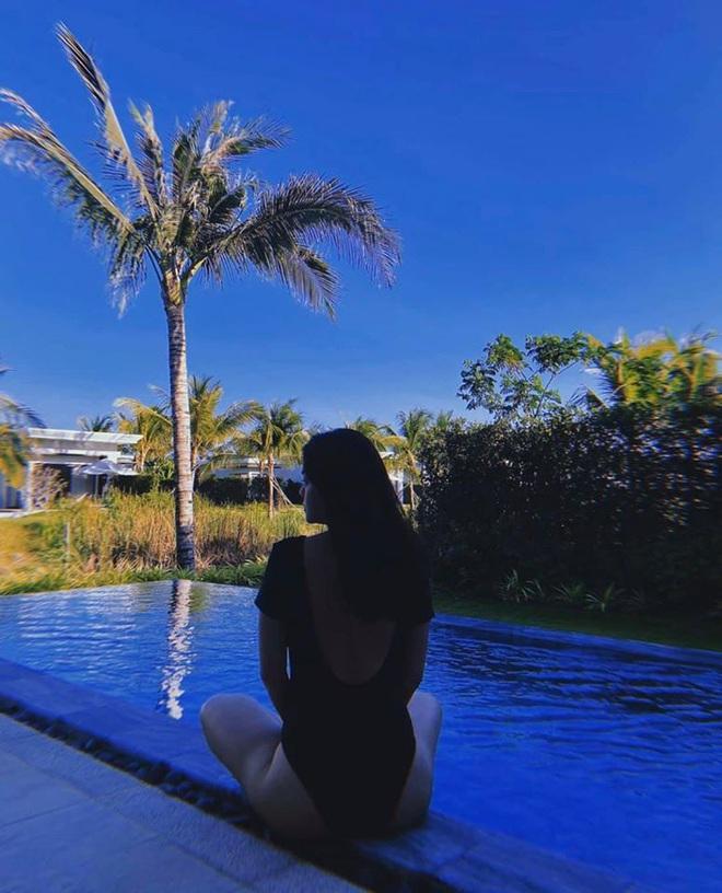 Hình ảnh bikini gợi cảm hiếm hoi của nữ ca sĩ Phạm Quỳnh Anh - Ảnh 1.