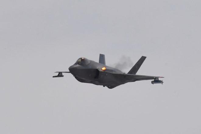 Vận đen của nhà sản xuất máy bay F-35: Pháo 25 mm vô dụng, 800 lỗ hổng chết người? - Ảnh 5.