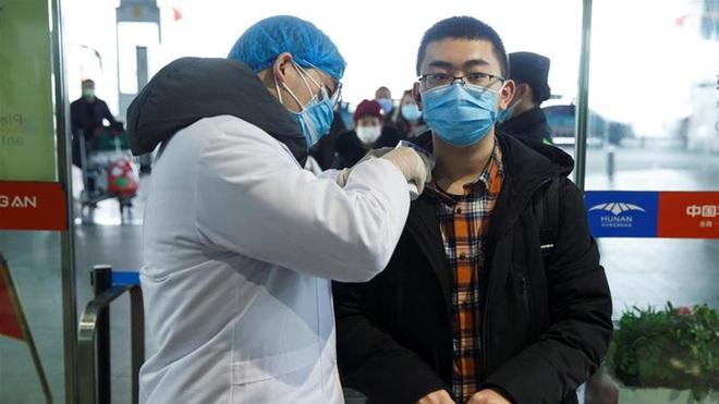 Người Hồng Kông trước lựa chọn sinh tử: Thà chịu mất việc còn hơn đến TQ đại lục và nhiễm virus corona - Ảnh 2.