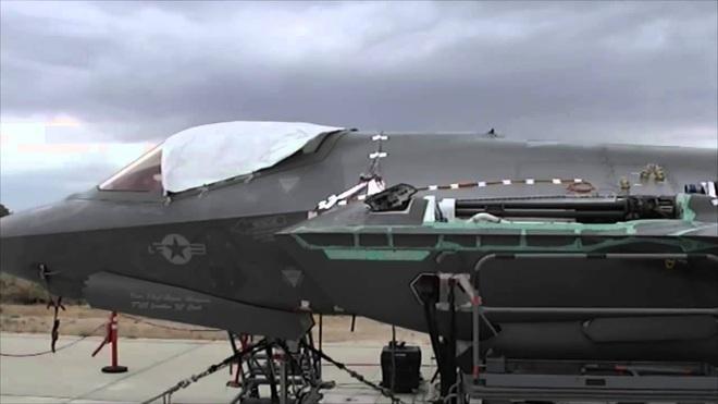 Vận đen của nhà sản xuất máy bay F-35: Pháo 25 mm vô dụng, 800 lỗ hổng chết người? - Ảnh 4.
