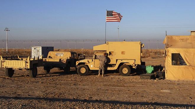 Mỹ bất ngờ tiếp tục chặn đoàn xe tuần tra của quân cảnh Nga - Ảnh 1.