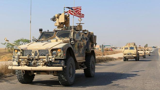 Mỹ bất ngờ tiếp tục chặn đoàn xe tuần tra của quân cảnh Nga - Ảnh 2.
