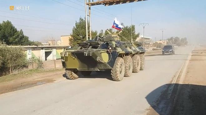 Mỹ bất ngờ tiếp tục chặn đoàn xe tuần tra của quân cảnh Nga - Ảnh 14.