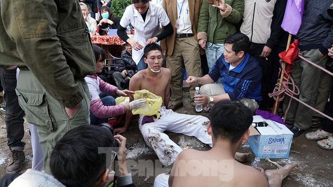 Mãn nhãn với trai làng tranh cướp nhau quả cầu nặng gần 20kg ở Hà Nội - Ảnh 17.
