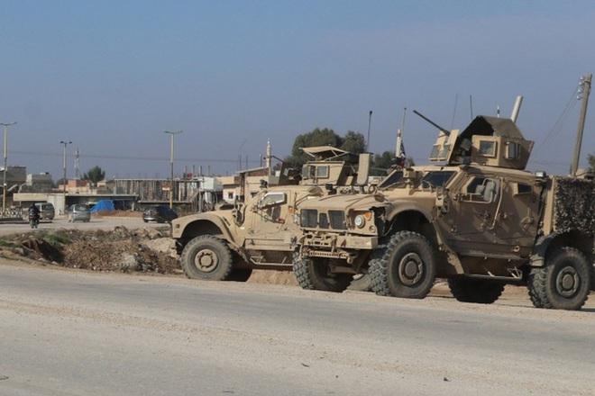 Mỹ bất ngờ tiếp tục chặn đoàn xe tuần tra của quân cảnh Nga - Ảnh 8.