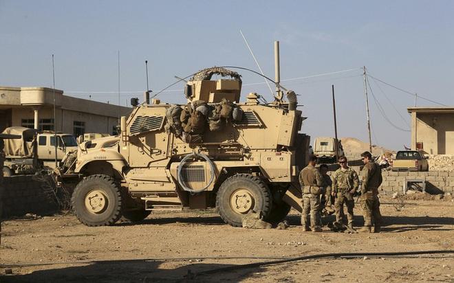 Mỹ bất ngờ tiếp tục chặn đoàn xe tuần tra của quân cảnh Nga - Ảnh 10.