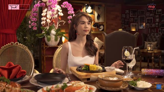 Ngọc Trinh gây sửng sốt khi một mình ăn bữa ăn gần 20 triệu, mỗi món chỉ gắp vài miếng - Ảnh 3.