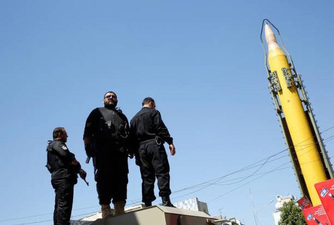 [ẢNH] Tên lửa mang đầu đạn hạt nhân Iran có thể trả đũa Mỹ sau khi tư lệnh bị ám sát - Ảnh 12.