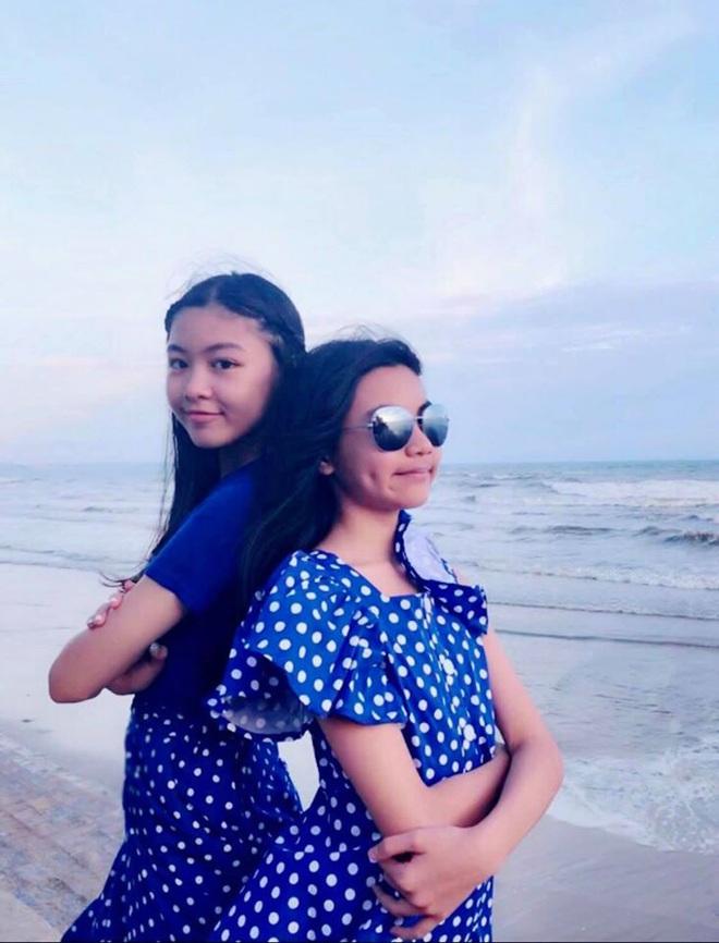 Cùng nhau đi đám cưới, hai con gái nhà MC Quyền Linh gây chú ý vì xinh đẹp lấn át cả cô dâu - Ảnh 4.