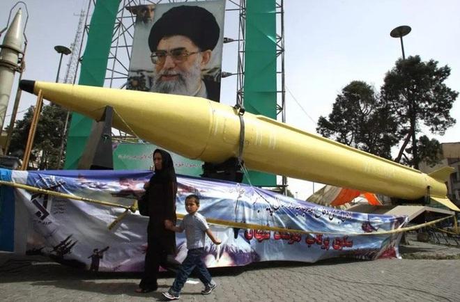 [ẢNH] Tên lửa mang đầu đạn hạt nhân Iran có thể trả đũa Mỹ sau khi tư lệnh bị ám sát - Ảnh 5.