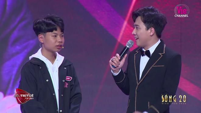 Siêu trí tuệ Việt Nam: Cậu bé 14 tuổi đánh bại kỷ lục gia người Nhật, cả hội trường bùng nổ - Ảnh 4.