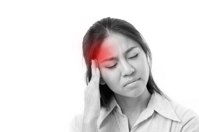 Bác sĩ cảnh báo: Đau đầu có những dấu hiệu bất thường sau cần phải đến viện gấp - Ảnh 1.