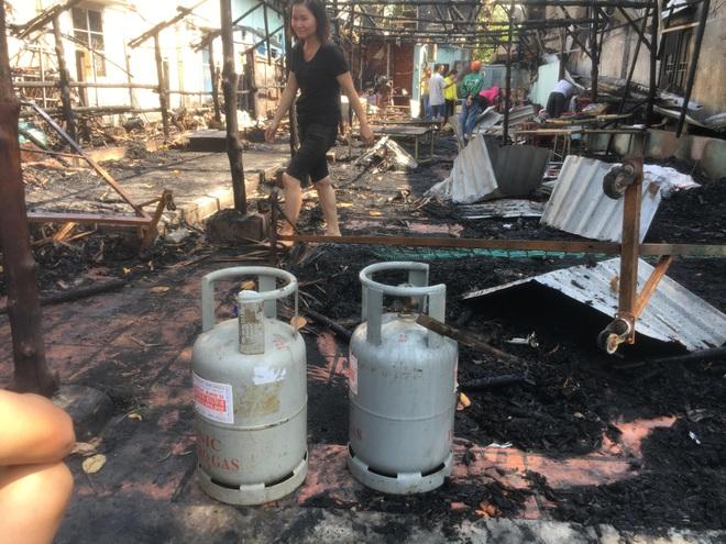 Quán thịt chó bị thiêu rụi, 6 người trong một gia đình tháo chạy trong đêm  - Ảnh 1.