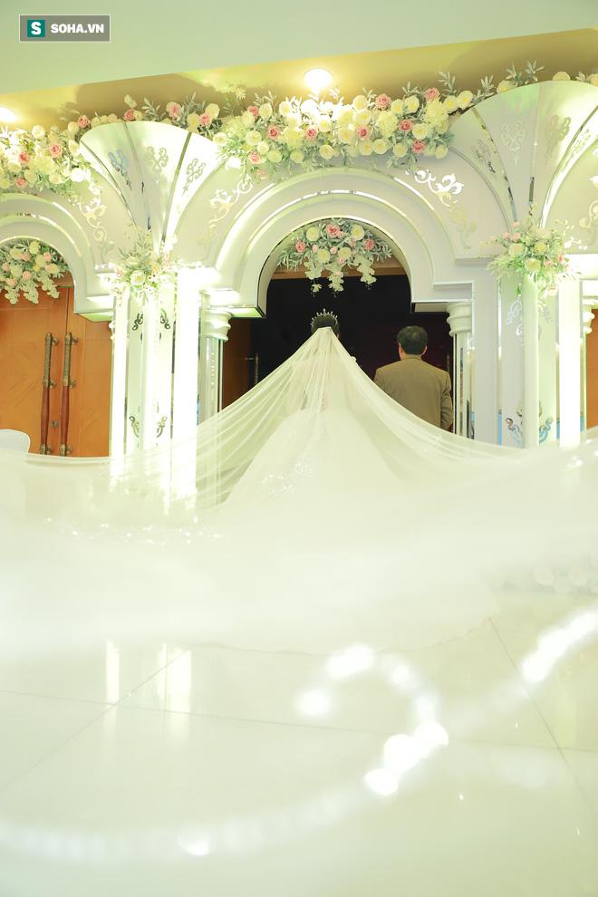 Ly kỳ như đám cưới Trung Ruồi và cô dâu xinh đẹp: Chú rể đẩy sớm giờ làm lễ, vội vã chạy sô - Ảnh 3.