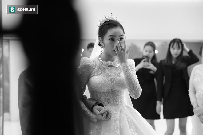 Ly kỳ như đám cưới Trung Ruồi và cô dâu xinh đẹp: Chú rể đẩy sớm giờ làm lễ, vội vã chạy sô - Ảnh 4.