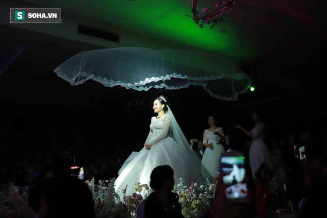 Ly kỳ như đám cưới Trung Ruồi và cô dâu xinh đẹp: Chú rể đẩy sớm giờ làm lễ, vội vã chạy sô - Ảnh 6.