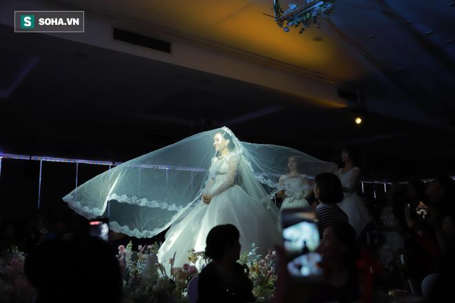Ly kỳ như đám cưới Trung Ruồi và cô dâu xinh đẹp: Chú rể đẩy sớm giờ làm lễ, vội vã chạy sô - Ảnh 7.