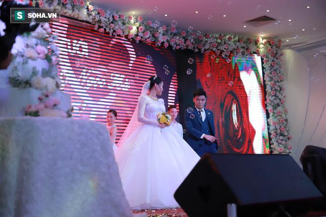 Ly kỳ như đám cưới Trung Ruồi và cô dâu xinh đẹp: Chú rể đẩy sớm giờ làm lễ, vội vã chạy sô - Ảnh 11.