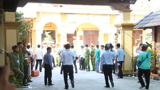 [Ảnh] Hàng trăm người cưỡng chế, tháo dỡ 2.000m2 công trình sai phạm tại Gia Trang quán – Tràm Chim Resort ở Sài Gòn - Ảnh 2.