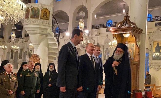 Su-35 mang tên lửa hộ tống, TT Putin bất ngờ tới thăm Syria ngay lúc Mỹ và Iran căng thẳng đỉnh điểm - Ảnh 2.