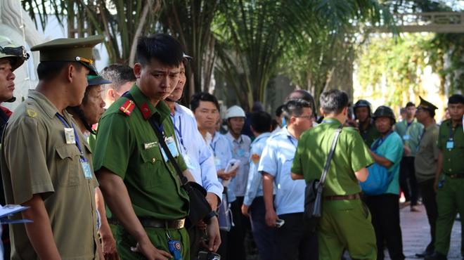 [Ảnh] Hàng trăm người cưỡng chế, tháo dỡ 2.000m2 công trình sai phạm tại Gia Trang quán – Tràm Chim Resort ở Sài Gòn - Ảnh 5.