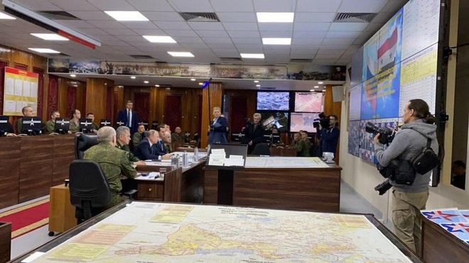 Su-35 mang tên lửa hộ tống, TT Putin bất ngờ tới thăm Syria ngay lúc Mỹ và Iran căng thẳng đỉnh điểm - Ảnh 7.