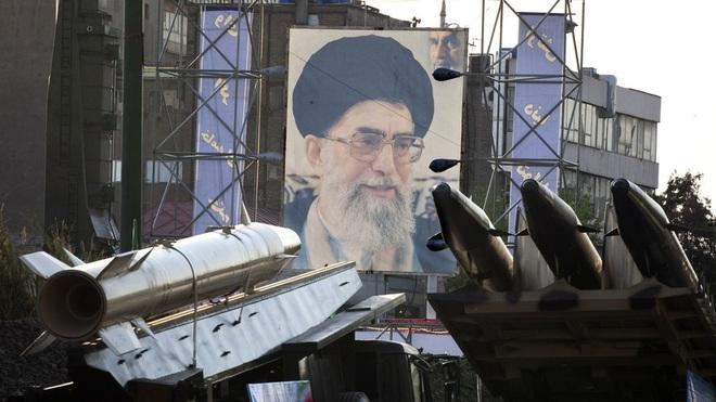 Lãnh đạo tối cao Iran tới sở chỉ huy chiến đấu, KQ báo động khẩn - Tiêm kích F-35A Mỹ xuất kích - Ảnh 1.