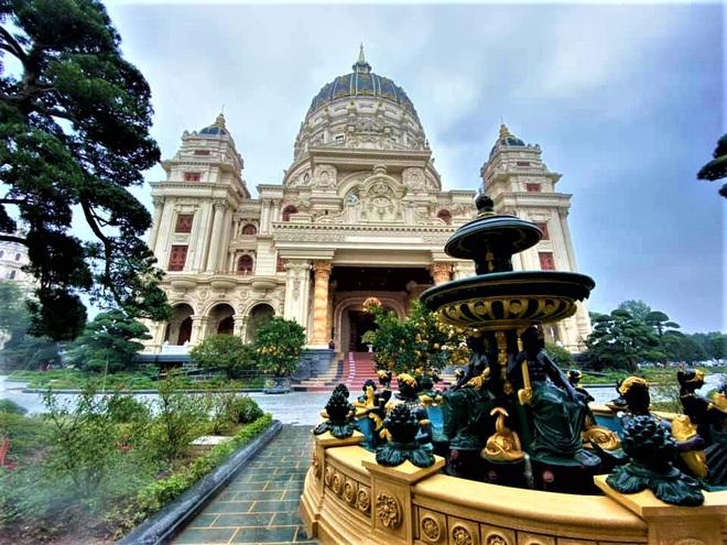 Cận cảnh lâu đài dát vàng giá nghìn tỷ của đại gia Ninh Bình - Ảnh 8.