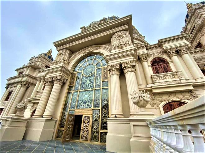 Cận cảnh lâu đài dát vàng giá nghìn tỷ của đại gia Ninh Bình - Ảnh 4.