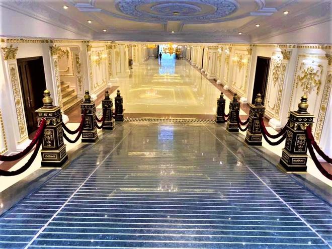 Cận cảnh lâu đài dát vàng giá nghìn tỷ của đại gia Ninh Bình - Ảnh 7.