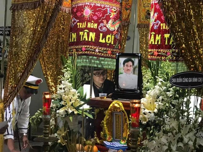 Vợ nghệ sĩ Nguyễn Chánh Tín liên tục ngã quỵ khi đưa tiễn chồng về nơi vĩnh hằng - Ảnh 6.