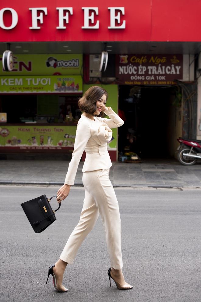 Thanh Hương mặc đơn giản vẫn nổi bật trên đường phố - Ảnh 5.