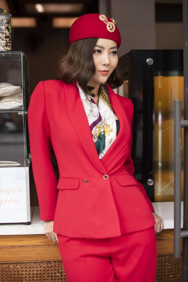 Thanh Hương mặc đơn giản vẫn nổi bật trên đường phố - Ảnh 7.
