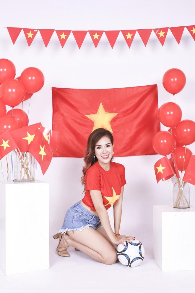 Mẹ con Mai Thỏ cuồng nhiệt cổ vũ đội tuyển Việt Nam - Ảnh 3.