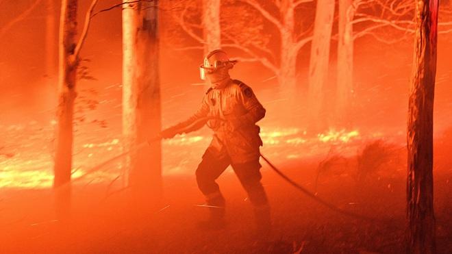 Bão lửa ở Úc: Giáng những đòn nặng nề, có thể kích hoạt thảm họa triệu năm trỗi dậy - Đó là gì? - Ảnh 2.