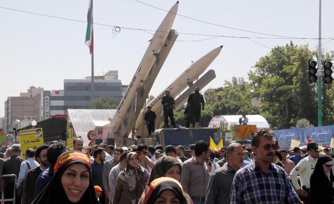 Vì sao Iran chọn dùng tên lửa đạn đạo để tấn công trả đũa? - Ảnh 1.