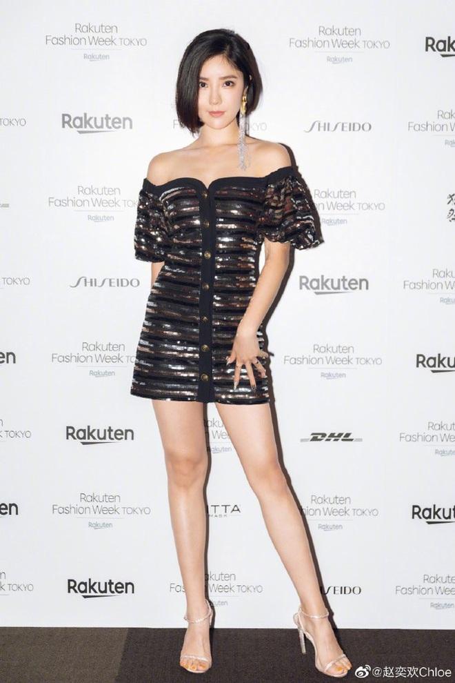 Nữ thần phim 18+ xứ Đài diện bikini 'bỏng rẫy' trên du thuyền - Ảnh 9.