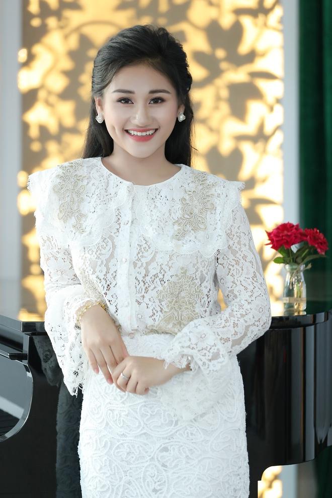 Nữ ca sĩ 19 tuổi - Lê Minh Ngọc: Ngày nhỏ, tôi nghịch lắm, mẹ nhiều lần đã phải khóc vì tôi - Ảnh 2.