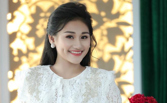 """Nữ ca sĩ 19 tuổi - Lê Minh Ngọc: """"Ngày nhỏ, tôi nghịch lắm, mẹ nhiều lần đã phải khóc vì tôi"""""""
