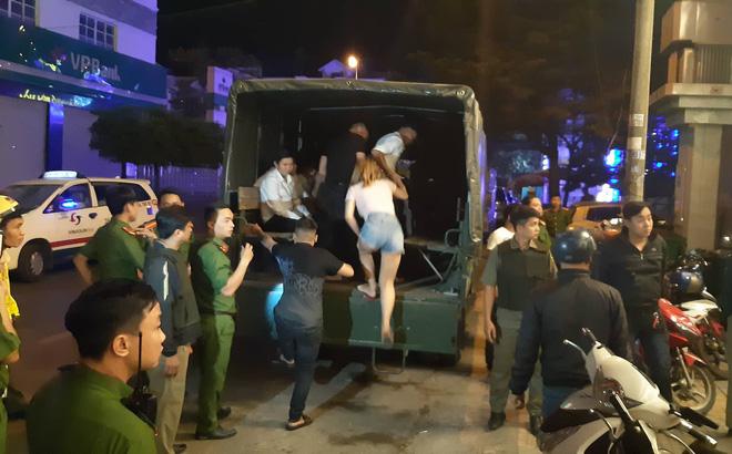 """Đồng Nai: Công an """"đánh úp"""" quán bar V8 Clup"""