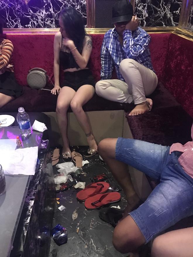 Phát hiện 29 người bay lắc trong quán karaoke dương tính với ma túy - Ảnh 1.