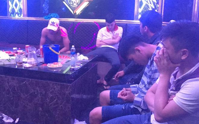 """Phát hiện 29 người """"bay lắc"""" trong quán karaoke dương tính với ma túy"""