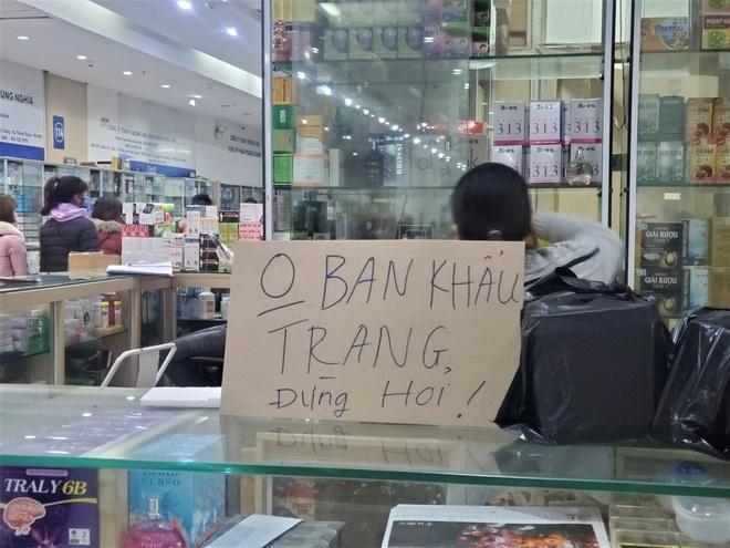 Chợ thuốc lớn nhất Hà Nội đặt biển không bán khẩu trang, miễn hỏi - Ảnh 3.