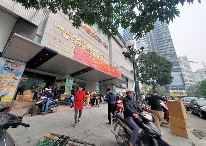 Chợ thuốc lớn nhất Hà Nội đặt biển không bán khẩu trang, miễn hỏi - Ảnh 2.