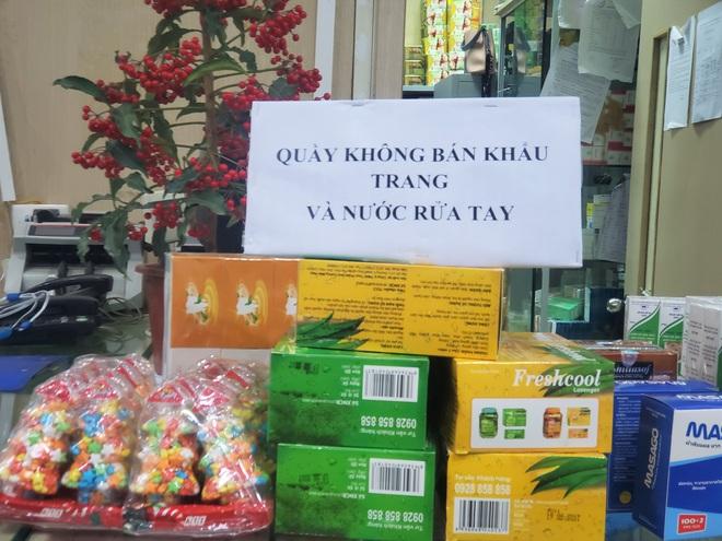 Chợ thuốc lớn nhất Hà Nội đặt biển không bán khẩu trang, miễn hỏi - Ảnh 5.