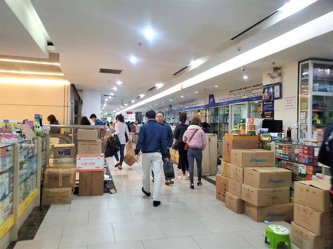 Chợ thuốc lớn nhất Hà Nội đặt biển không bán khẩu trang, miễn hỏi - Ảnh 8.