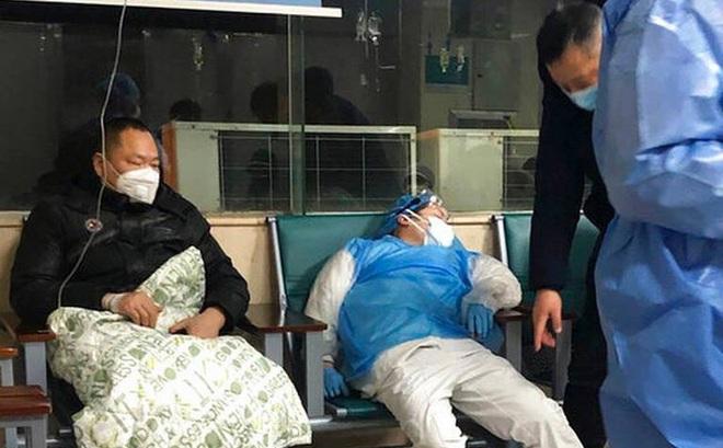 Bệnh viện trong lòng ổ dịch: Thiếu vật tư, bệnh nhân hoảng loạn, bác sĩ kiệt sức, bất lực