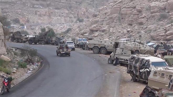 Houthi gây địa chấn, diệt-bắt 300 xe và 3.500 lính liên quân Saudi: Lần thứ 2 khủng khiếp - Ảnh 3.