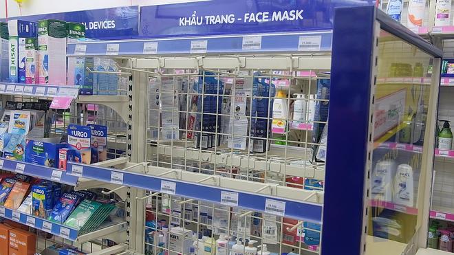 VIDEO: Trước đại dịch virus corona, người dân TP.HCM đi 5 - 7 cửa hàng mới mua được 10 cái khẩu trang - Ảnh 6.